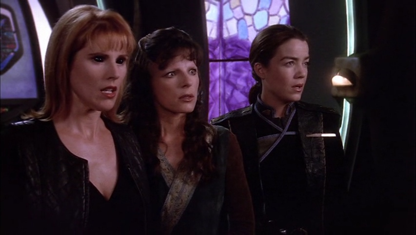 Lyta, Delenn and Ivanova are mesmerized by the Eye.